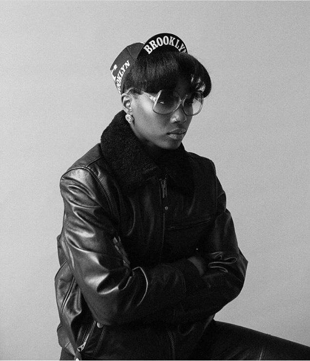 veste en cuir schott, marques des années 90, femme noire