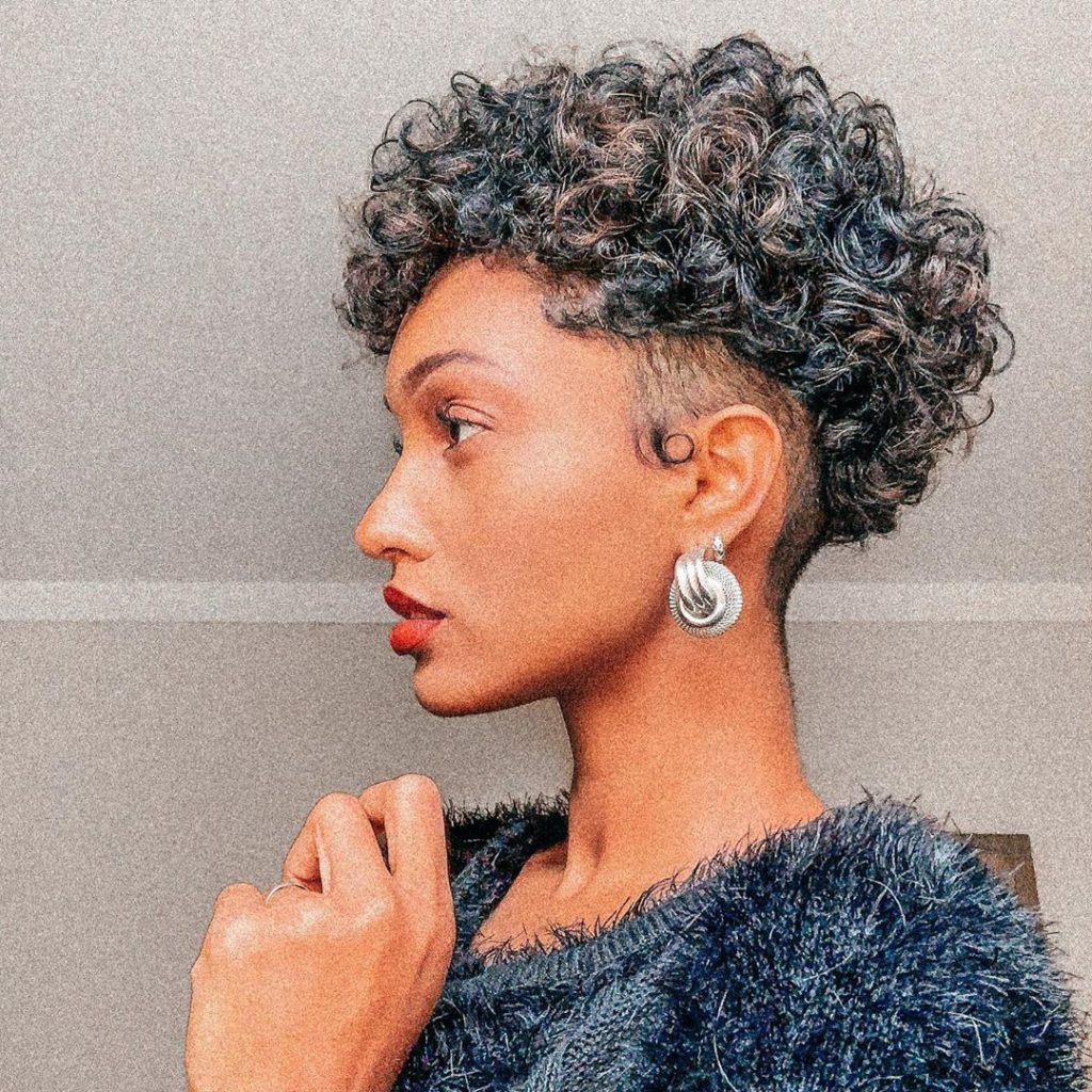 Nos 10 Inspirations De Coupes Courtes Sur Cheveux Boucles Ma Coiffeuse Afro